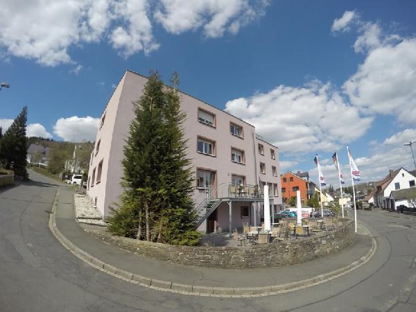 Modern en compleet gerenoveerd hotel Vulkaaneifel/Moezel