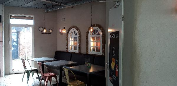Cafetaria met bovenwoning foto 4