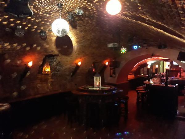 Gezelligste keldercafé van Midden-Limburg foto 4