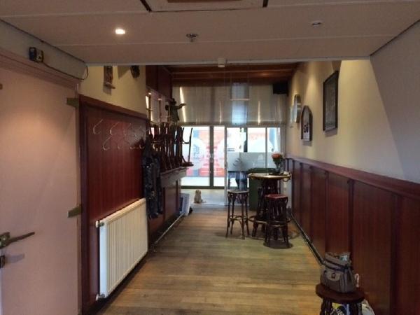 Klein authentiek cafe gelegen in winkelcentrum te Donderberg. foto 5
